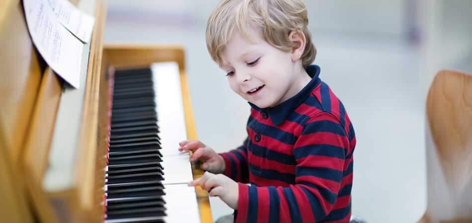 Müzik Aleti Çalmak Çocukların Beyin Gelişimini Etkiliyor!