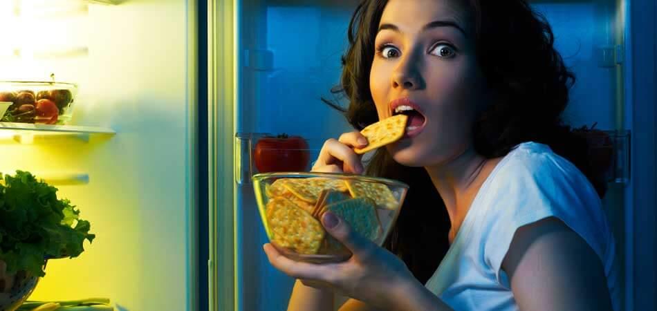 Gece yemek yemeyi sevenlerden misiniz? Aman dikkat!