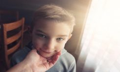 Aşırı Övgü Çocukları Narsist Yapıyor