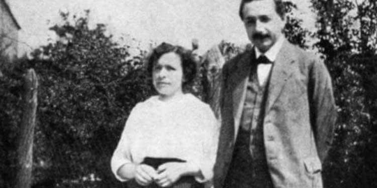 1 Ocak 1905 tarihli fotoğraf (Einstein 17, Mileva Marić 21 yaşında) , yaş farkına rağmen birbirine çok aşık bir çifti görüyoruz - Ann Ronan Pictures/Print Collector/Getty Images