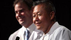 Peter Rhee (sağda)