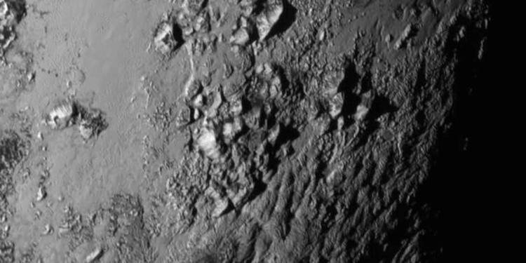 Plüton ve Charon : İlk yakın görüntüler ve keşifler