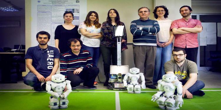 İlk çoklu sosyal robot sistemi göreve hazır!