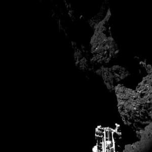 CIVA 3 kamerasından Abidos iniş bölgesi ve Philae'nin bacağı (13 Kasım 2014 - ESA/Rosetta/Philae/CIVA)