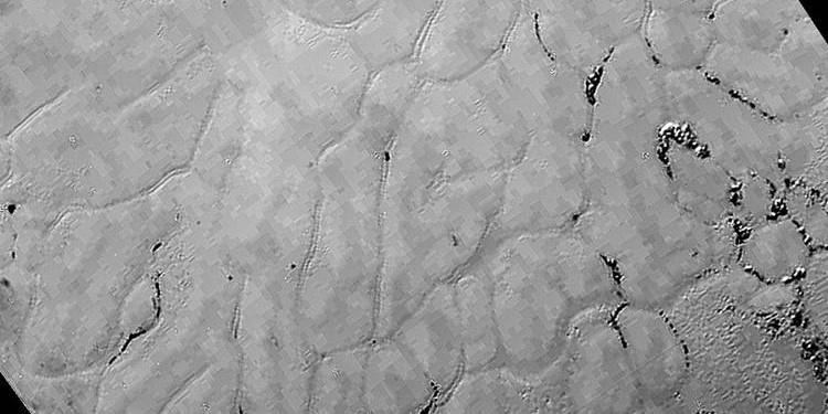 Plüton üzerinde donmuş ovalar keşfedildi