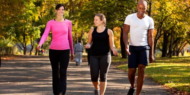 Yürürken Neden Kollarımızı Sallarız?
