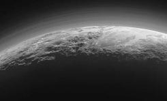 Güneş Işığı Fonunda Plüton'un Son Fotoğrafları
