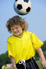 futbol-topuna-kafa-ile-vurmak-beyin-hasarina-yol-acar-mi-2