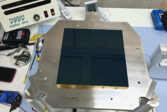 A picture of the Berkeley Lab-developed charge-coupled devices (CCDs), light-sensors that allow the Mosaic-3 camera to capture infrared light from distant galaxies. Credit: Tom Hurteau/Yale University Physics Department Read more at: http://phys.org/news/2016-03-lenses-dark-energy.html#jCp