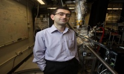 Boğaziçili MIT Profesörü Yüksek Hızdaki Atom Altı Parçacıklarını Gözlemledi