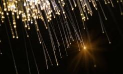 Kütleli Işık Parçacıklarının Varlığı Karanlık Enerjiyi Açıklayabilir