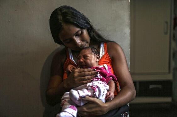 Mikrosefali ile doğan bir Brezilyalı bebek. Telif:EPA