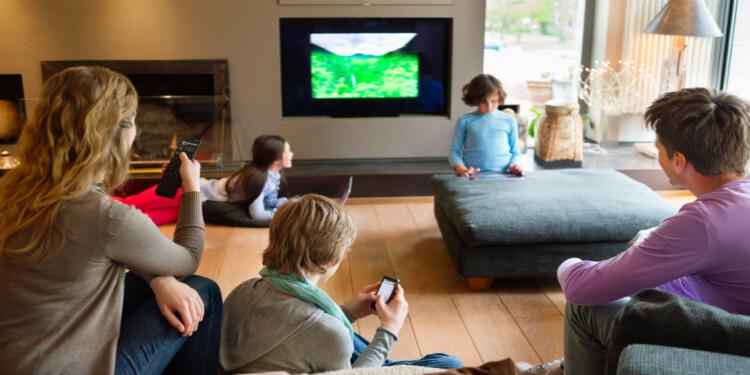 Televizyon İzlerken Mesajlaşan Öğrencilerin Okul Performansı Düşüyor