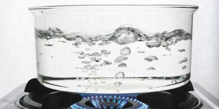 Suya Tuz Eklemek Daha Hızlı Kaynamasını Sağlar mı?