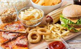 Alt Sınıftan Olma Hissi Abur-Cubur Yeme İsteğini Tetikliyor
