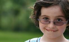 Neden Bazı Otizmli Bireyler Göz Teması Kurmaktan Kaçınıyor?