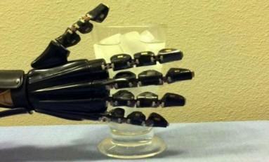 Yapay Deri ile Robot Eller Dokunma Duyusu Kazanıyor